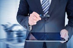 Составное изображение бизнесмена смотря таблетку с лупой Стоковое Фото
