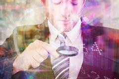 Составное изображение бизнесмена смотря таблетку с лупой Стоковая Фотография RF