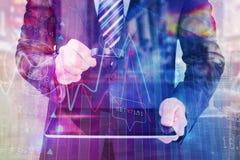Составное изображение бизнесмена смотря таблетку с лупой Стоковое Изображение RF