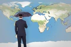 Составное изображение бизнесмена стоя под зонтиком Стоковая Фотография RF