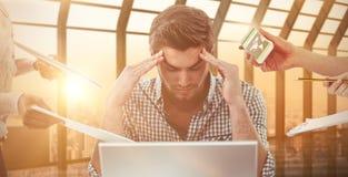 Составное изображение бизнесмена усиленное вне на работе Стоковые Изображения