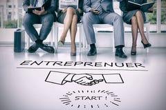 Составное изображение бизнесменов ждать быть вызванным в интервью стоковое изображение