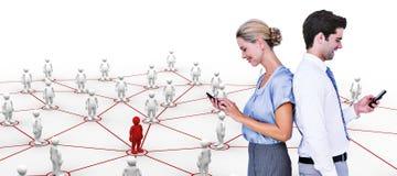 Составное изображение бизнесменов используя smartphone спина к спине Стоковые Изображения