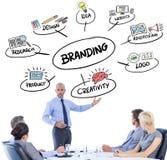 Составное изображение бизнесменов слушая во время встречи Стоковая Фотография