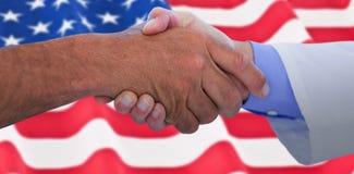 Составное изображение бизнесменов тряся руки на белой предпосылке Стоковые Фотографии RF