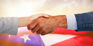 Составное изображение бизнесменов тряся руки на белой предпосылке Стоковая Фотография RF