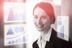 Составное изображение бизнес-леди против виртуальной диаграммы Стоковое Изображение RF