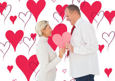 Составное изображение более старых ласковых пар держа розовое сердце формирует Стоковые Фотографии RF