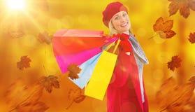 Составное изображение блондинкы в зиме одевает держать хозяйственные сумки Стоковое Изображение RF