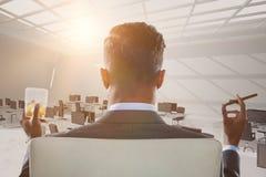 Составное изображение вид сзади бизнесмена держа стекло и сигару вискиа Стоковые Изображения RF