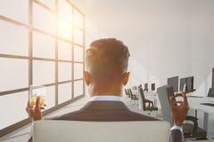 Составное изображение вид сзади бизнесмена держа стекло и сигару вискиа Стоковая Фотография