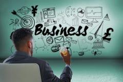 Составное изображение вид сзади бизнесмена держа виски стеклянный Стоковая Фотография
