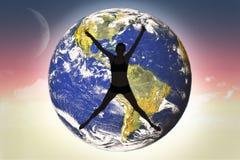 Составное изображение во всю длину sporty скакать молодой женщины Стоковое фото RF