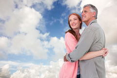 Составное изображение вскользь пар обнимая и усмехаясь Стоковое Фото