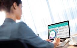 Составное изображение графического изображения вебсайта счета в банк Стоковая Фотография