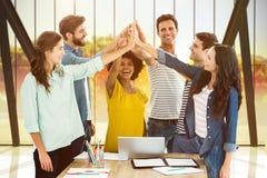 Составное изображение группы в составе молодые коллеги используя компьтер-книжку Стоковое Фото