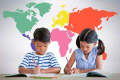Составное изображение детей писать на книгах на таблице Стоковое Изображение