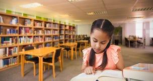 Составное изображение девушки школы читая книгу Стоковые Изображения
