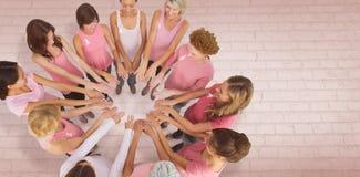 Составное изображение женских друзей поддерживая осведомленность рака молочной железы Стоковое фото RF