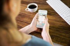Составное изображение женщины используя smartphone Стоковое Изображение