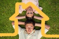Составное изображение женщины и лежать человека на равных с обеими руками за их шеей Стоковые Изображения RF