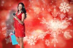 Составное изображение женщины стоя с хозяйственными сумками Стоковое Фото