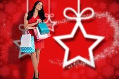 Составное изображение женщины стоя с хозяйственными сумками Стоковая Фотография RF