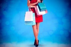 Составное изображение женщины стоя с хозяйственными сумками Стоковое Изображение