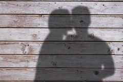 Составное изображение женщины целуя человека на щеке Стоковая Фотография