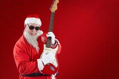 Составное изображение жизнерадостного Санта Клауса играя гитару Стоковое Фото