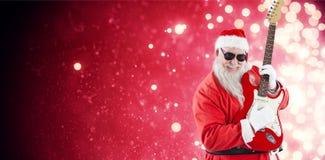 Составное изображение жизнерадостного Санта Клауса играя гитару Стоковые Изображения