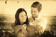 Составное изображение жизнерадостных пар ослабляя на пляже во время лета Стоковое Изображение