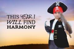 Составное изображение замаскированной девушки претендуя быть пиратом Стоковая Фотография RF
