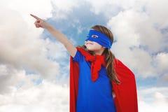 Составное изображение замаскированной девушки претендуя быть супергероем Стоковые Фотографии RF