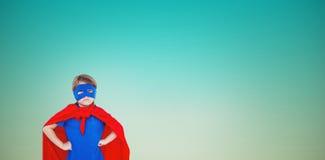 Составное изображение замаскированной девушки претендуя быть супергероем Стоковые Изображения