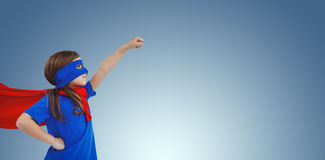 Составное изображение замаскированной девушки претендуя быть супергероем Стоковая Фотография