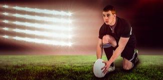 Составное изображение игрока рэгби готовое для того чтобы сделать пинок падения и 3d Стоковая Фотография