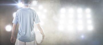 Составное изображение игрока рэгби держа шарик рэгби Стоковая Фотография