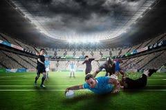 Составное изображение игрока рэгби делая пинок падения Стоковое Изображение RF