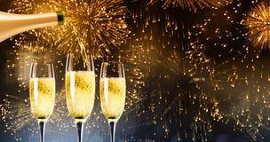 Составное изображение лить шампанского стоковая фотография