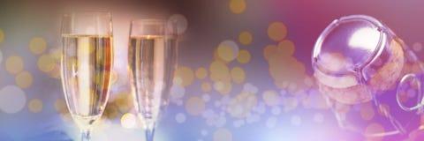 Составное изображение каннелюр шампанского на таблице Стоковые Фотографии RF