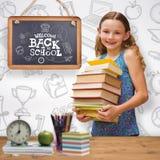 Составное изображение книг нося милой маленькой девочки в библиотеке стоковое изображение rf