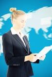 Составное изображение коммерсантки держа таблетку Стоковые Изображения RF