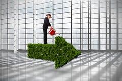 Составное изображение коммерсантки используя красную моча чонсервную банку стоковые фото