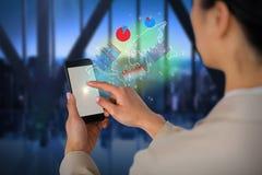 Составное изображение коммерсантки используя мобильный телефон Стоковая Фотография RF