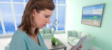 Составное изображение коммерсантки смотря таблетку Стоковое Изображение RF