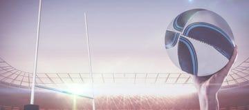 Составное изображение конца-вверх игрока рэгби при поднятая рука Стоковые Изображения RF