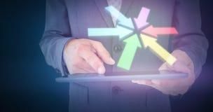 Составное изображение конца вверх по взгляду бизнесмена используя планшет Стоковое Изображение