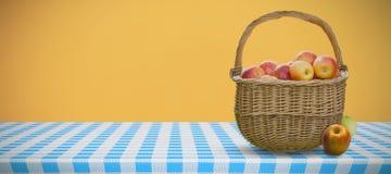 Составное изображение корзины яблок Стоковые Изображения RF
