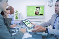 Составное изображение коллег говоря о работе Стоковое Изображение RF